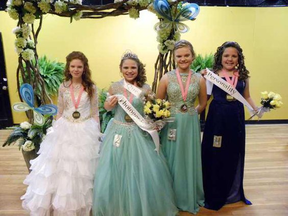 Junior Miss court.JPG